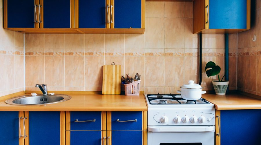 Image of an outdated kitchen that needs to be modernized